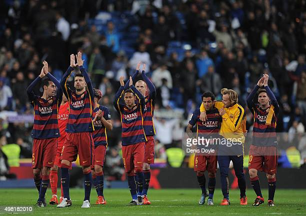 Barcelona players celebrate after beating 40 during the La Liga match between Real Madrid and Barcelona at Estadio Santiago Bernabeu on November 21...