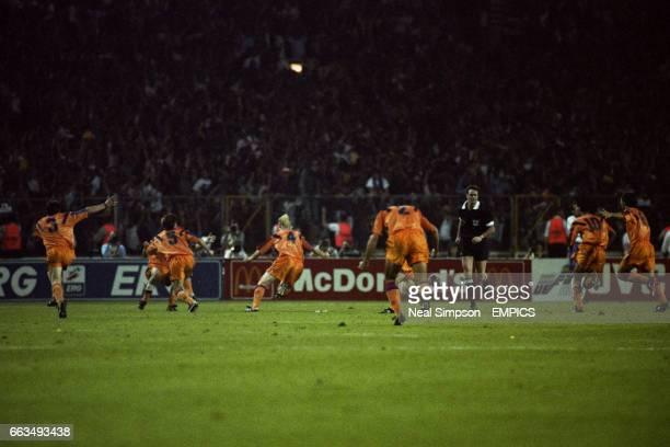 Barcelona players celebrate the winning goal scored by Ronald Koeman number 4