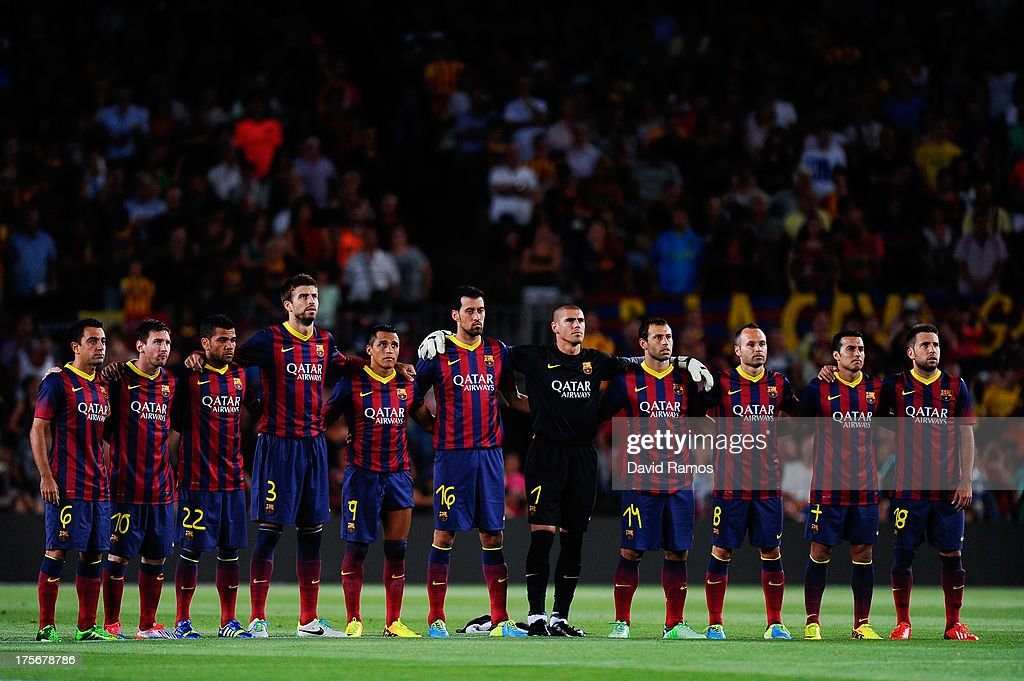 Hilo del FC Barcelona Barcelona-players-observe-a-minute-of-silence-in-memory-of-late-fc-picture-id175678786
