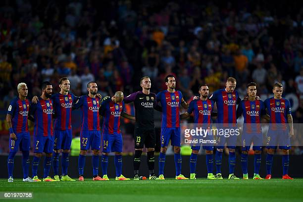 Barcelona players observe a minute of silence prior to the La Liga match between FC Barcelona and Deportivo Alaves at Camp Nou stadium on September...