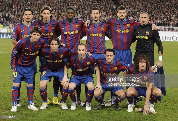 Barcelona players pose for a team photo prior to the VfB Stuttgart vs FC Barcelona UEFA Champions League football round of 16 match in the southern...