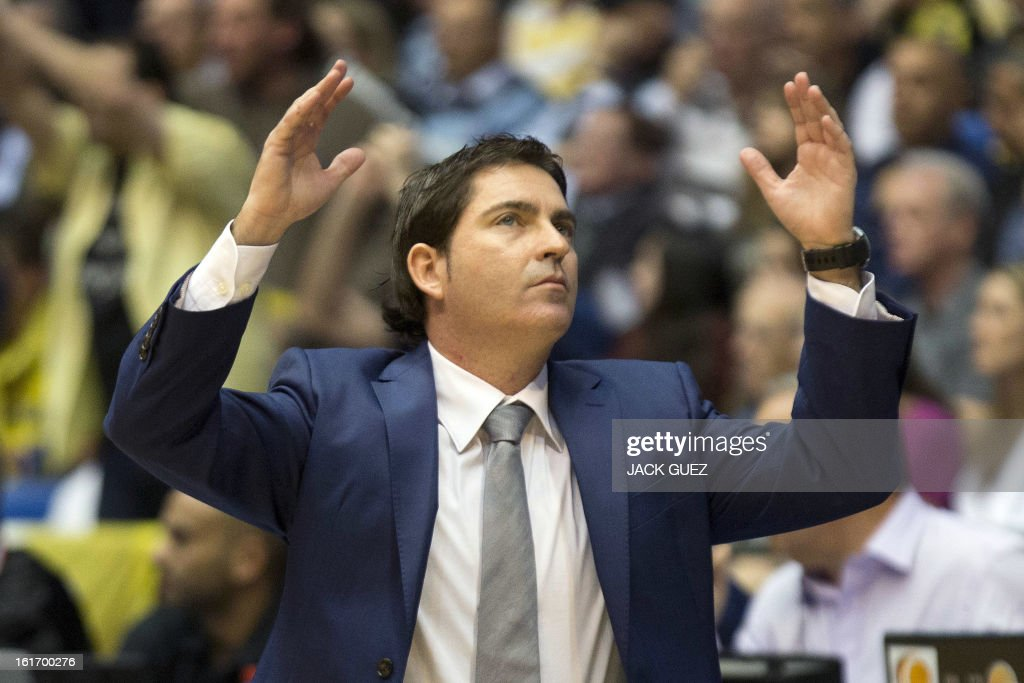 Barcelona Regal's head coach, Xavier Pascual gestures to his players during the Euroleague Top 16 basketball match, Maccabi Tel Aviv Electra versus FC Barcelona Regal, on February 14, 2013 at the Nokia stadium in the Mediterranean coastal city of Tel Aviv, Israel.