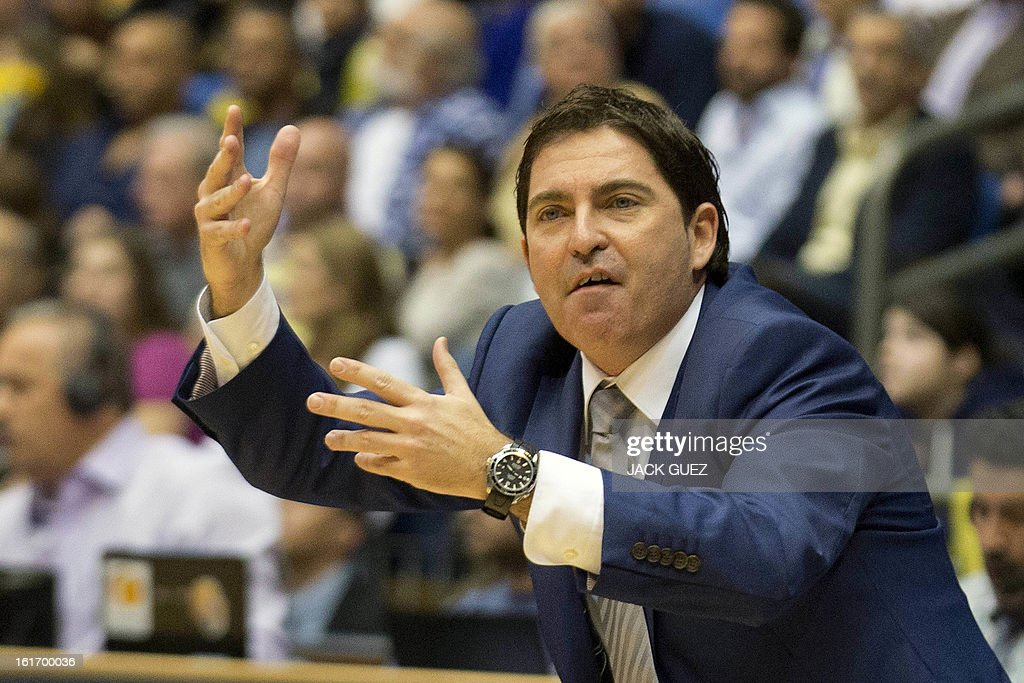 Barcelona Regal's head coach, Xavier Pascual reacts during the Euroleague Top 16 basketball match, Maccabi Tel Aviv Electra versus FC Barcelona Regal, on February 14, 2013 at the Nokia stadium in the Mediterranean coastal city of Tel Aviv, Israel. AFP PHOTO / JACK GUEZ