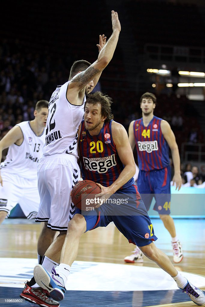 Barcelona Regal's Joe Ingles (R) vies with Besikta's Damir Markota during their Euroleague Top 16 group F basketball match in Istanbul on January 17, 2013.