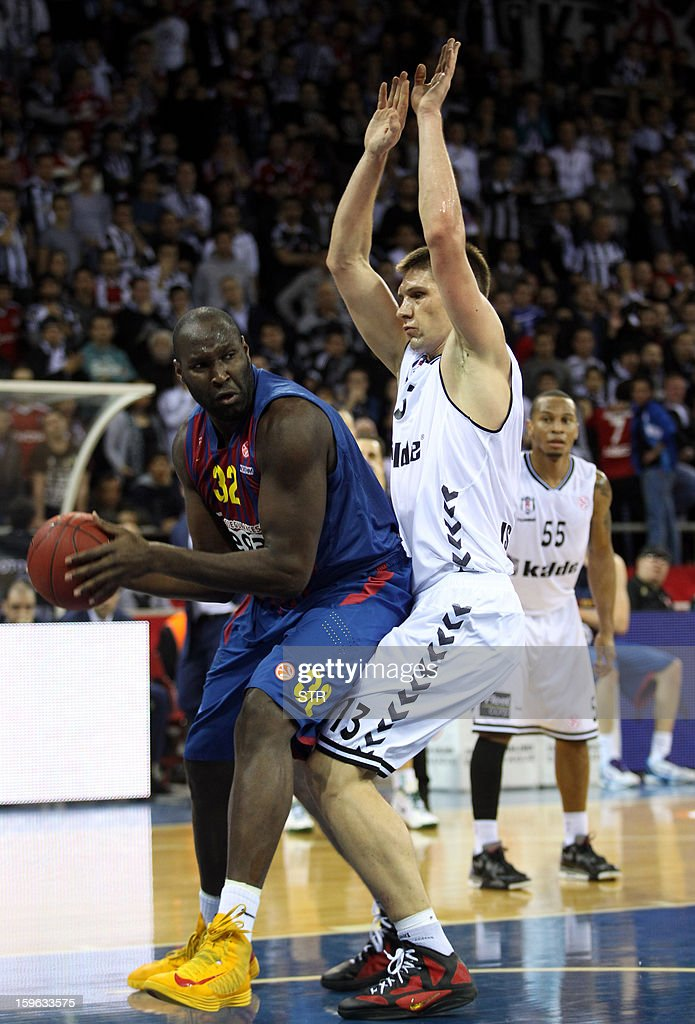 Barcelona Regal's Nate Jawai (L) vies with Besikta's Gasper Vidmar during their Euroleague Top 16 group F basketball match in Istanbul on January 17, 2013. AFP PHOTO/STR