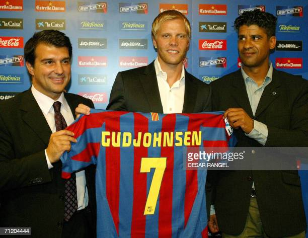 Icelandic striker Eidur Gudjohnsen shows off his new Barcelona FC club jersey next to Barcelona's club president Joan Laporta and Barcelona's coach...