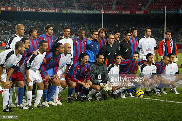 Israeli and Palestinian conbination team and Barcelona Team pose after a 'Match for Peace ' at the Camp Nou Stadium in Barcelona 29 November 2005 AFP...