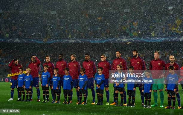 Barcelona Team line up prior to the UEFA Champions League group D match between FC Barcelona and Olympiakos Piraeus at Camp Nou on October 18 2017 in...