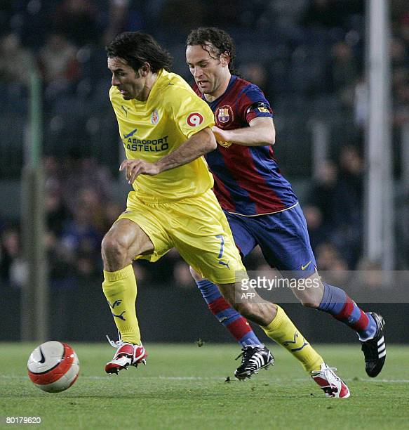 Barcelona's Argentine Gabriel Milito fight for the ball with Villarreal French Robert Pires during the Liga football match Barcelona vs Villarreal at...