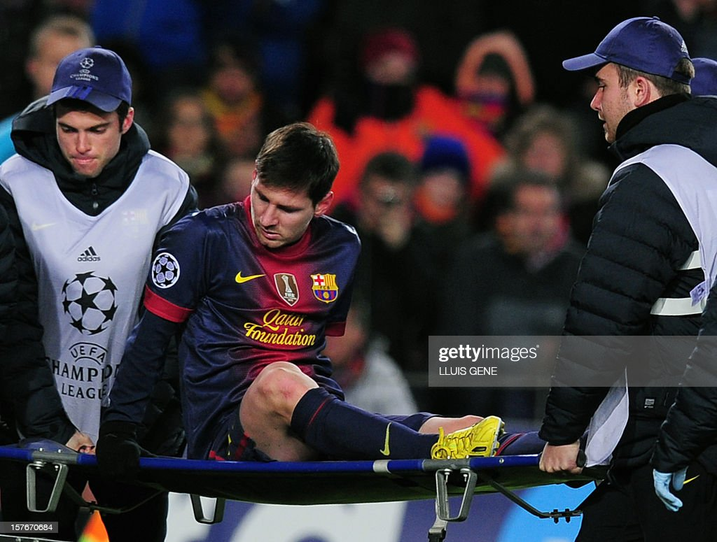 Barcelona's Argentinian forward Lionel leaves the pitch on a stretcher after being injured during the UEFA Champions League football match FC Barcelona vs SL Benfica at the Camp Nou stadium in Barcelona on December 5, 2012.