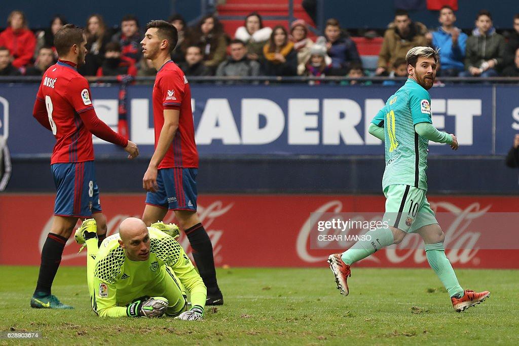 Barcelona's Argentinian forward Lionel Messi (R) celebrates after scoring during the Spanish league football match CA Osasuna vs FC Barcelona at the Reyno de Navarra (El Sadar) stadium in Pamplona on December 10, 2016. / AFP / CESAR