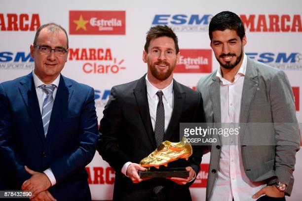 Barcelona's Argentinian forward Lionel Messi poses with his teammate Barcelona's Uruguayan forward Luis Suarez and Marca director Juan Ignacio...