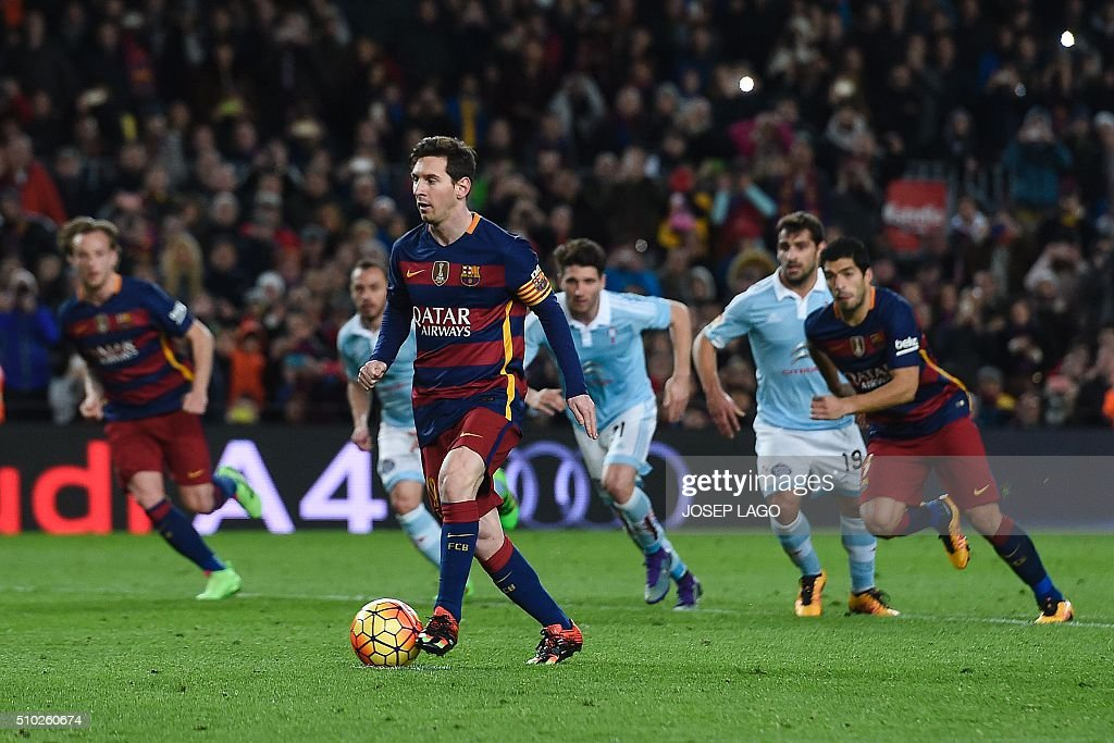 Barcelona's Argentinian forward Lionel Messi (R) prepares to pass the ball to Barcelona's Uruguayan forward Luis Suarez (R) during a penalty kick during the Spanish league football match FC Barcelona vs RC Celta de Vigo at the Camp Nou stadium in Barcelona on February 14, 2016. LAGO