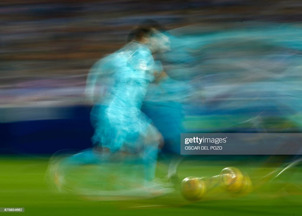 Barcelona's Argentinian forward Lionel Messi runs with the ball during the Spanish league football match Leganes vs Barcelona at the Butarque stadium in Leganes on November 18, 2017. /