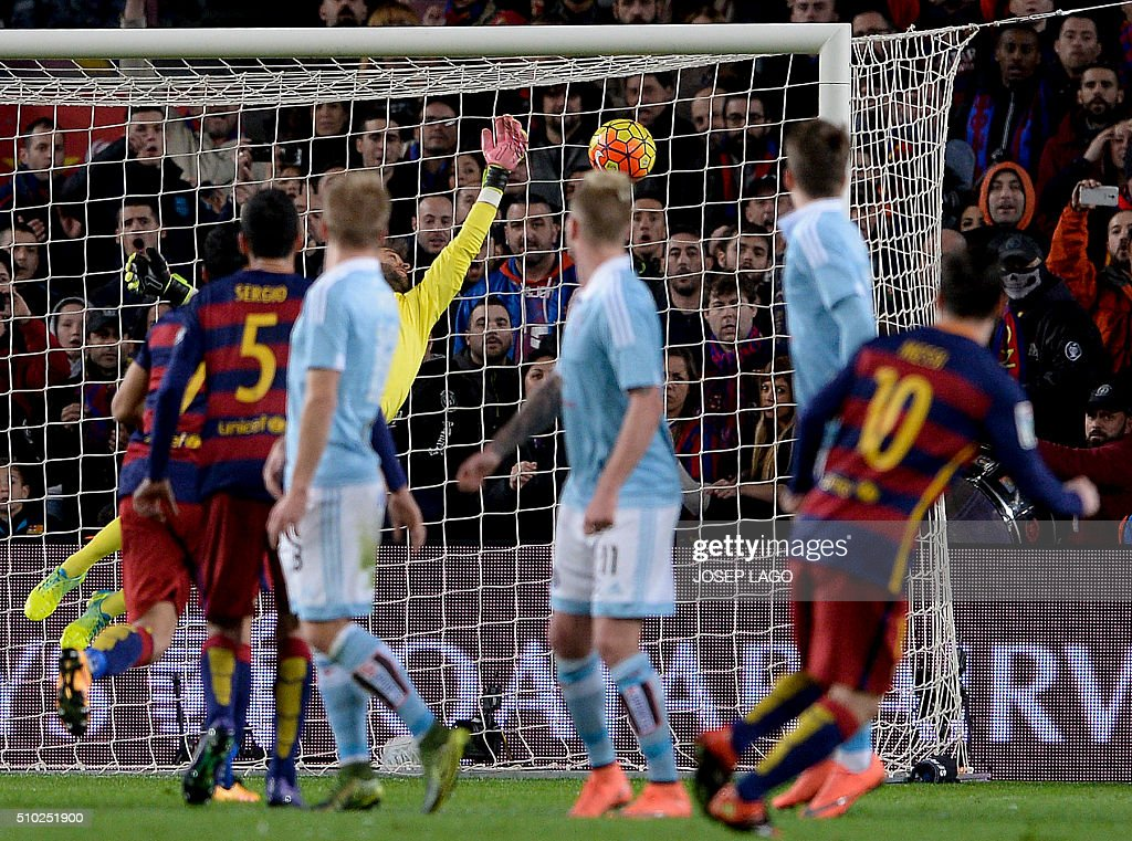 Barcelona's Argentinian forward Lionel Messi (R) scores a goal after shooting a free kick during the Spanish league football match FC Barcelona vs RC Celta de Vigo at the Camp Nou stadium in Barcelona on February 14, 2016. LAGO