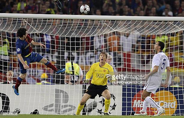Barcelona´s Argentinian forward Lionel Messi scores against Manchester United's Dutch goalkeeper Edwin van der Sar during the final of the UEFA...