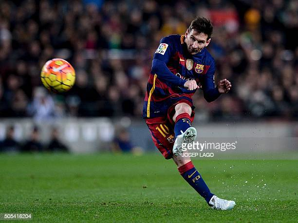 TOPSHOT Barcelona's Argentinian forward Lionel Messi takes a free kick during the Spanish league football match FC Barcelona vs Athletic Club Bilbao...