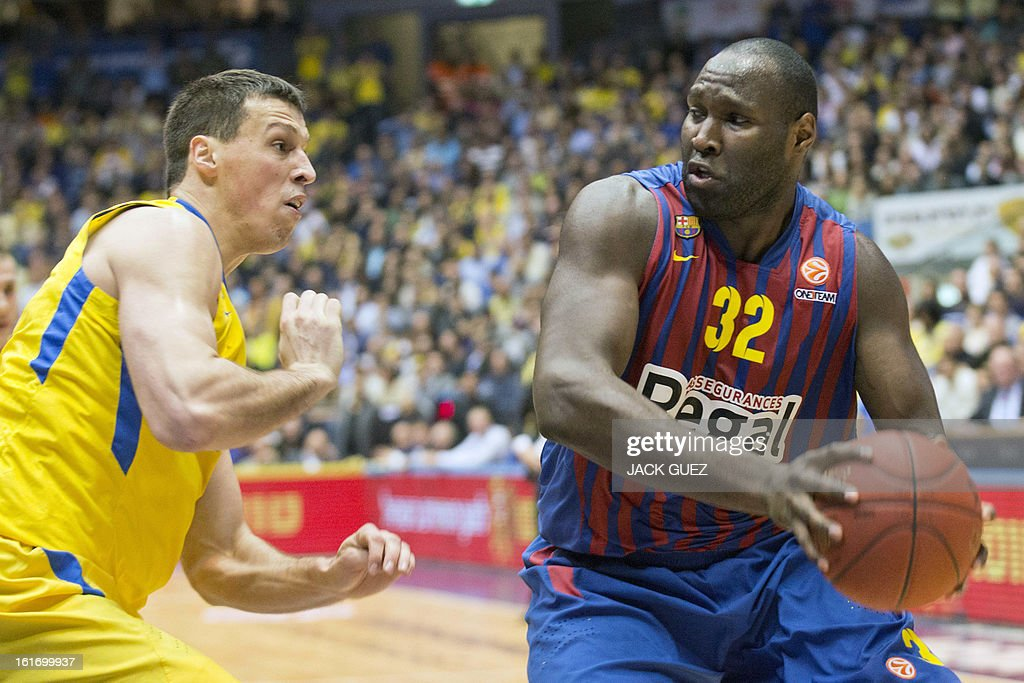 Barcelona's Australian center Nate Jawai (R) vies with Tel Aviv's Georgia center Giorgi Shermadini (L) during their Euroleague Top 16 basketball match, Maccabi Tel Aviv Electra versus FC Barcelona Regal, on February 14, 2013 at the Nokia stadium in the Mediterranean coastal city of Tel Aviv, Israel.