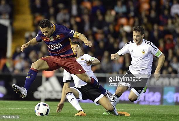 Barcelona's Brazilian defender Adriano vies with Valencia's midfielder Francisco Jose Villalba Valencia's Argentinian forward Pablo Piatti during the...