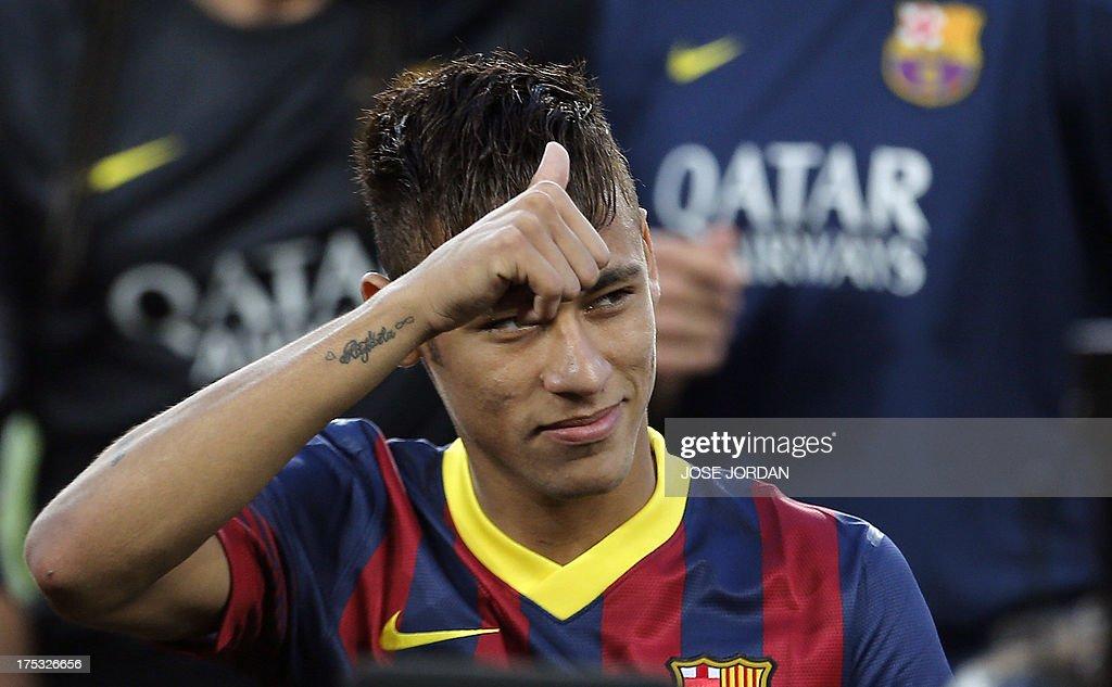 Barcelona's Brazilian forward Neymar da Silva Santos Junior gives the thumbs-up before the 48th Joan Gamper Trophy football match FC Barcelona vs Santos at the Camp Nou stadium in Barcelona on August 2, 2013. AFP PHOTO / JOSE JORDAN