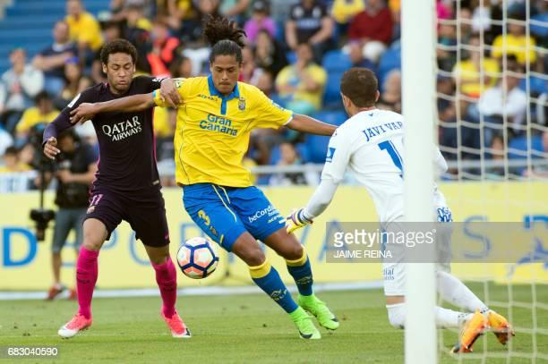 Barcelona's Brazilian forward Neymar da Silva Santos Junior vies with Las Palmas' Uruguayan defender Mauricio Lemos during the Spanish league...
