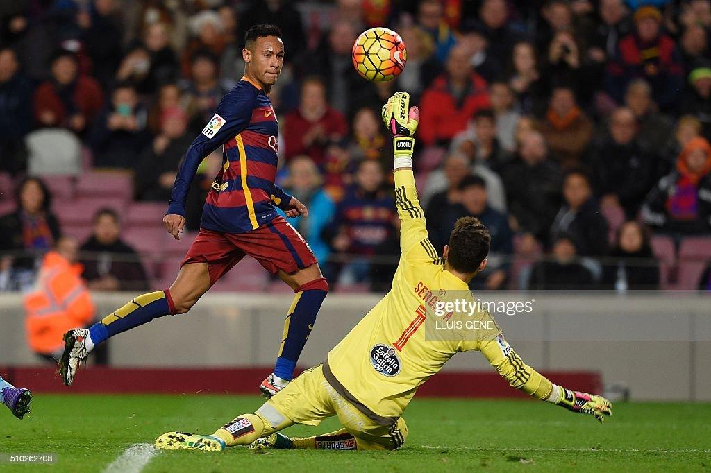 Barcelona's Brazilian forward Neymar (L) shoots against Celta Vigo's goalkeeper Sergio Alvarez to score a goal during the Spanish league football match FC Barcelona vs RC Celta de Vigo at the Camp Nou stadium in Barcelona on February 14, 2016. GENE