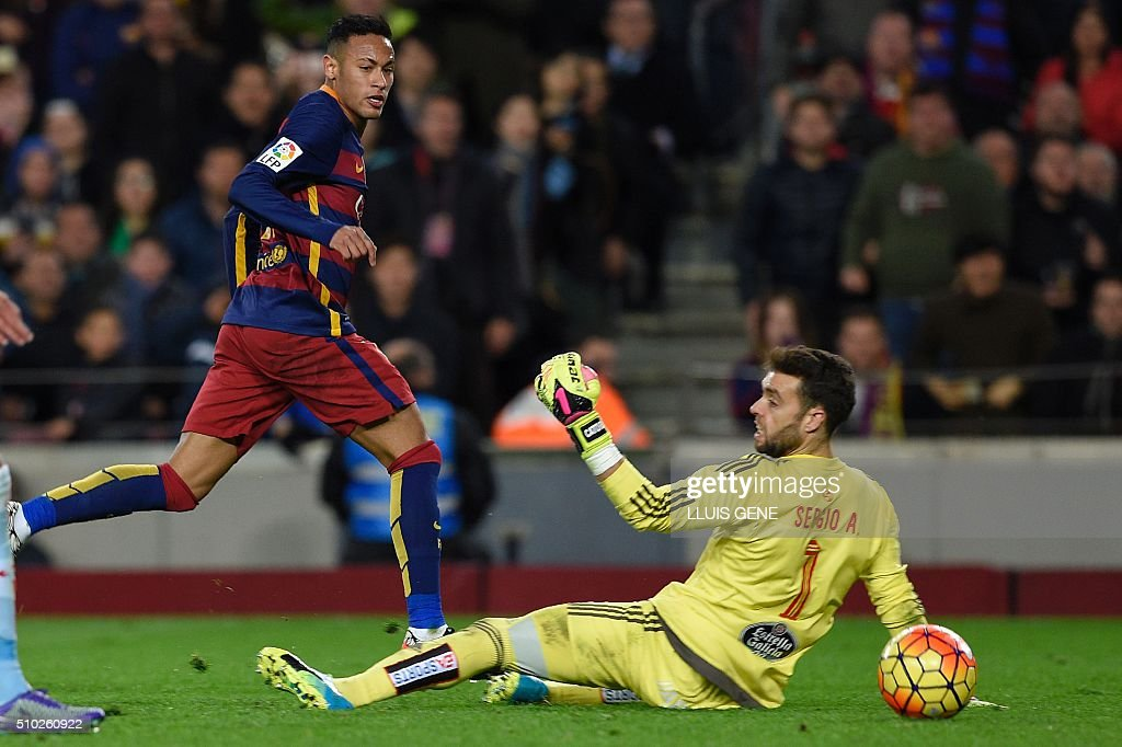Barcelona's Brazilian forward Neymar (L) shoots to score goal next to Celta Vigo's goalkeeper Sergio Alvarez during the Spanish league football match FC Barcelona vs RC Celta de Vigo at the Camp Nou stadium in Barcelona on February 14, 2016. GENE