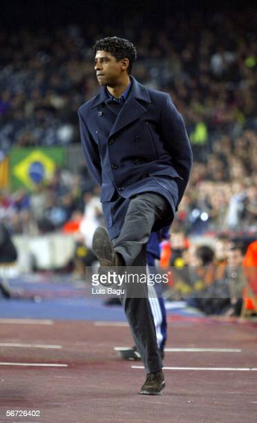 Barcelona's coach Frank Rijkaard watches during the match between FC Barcelona and Real Zaragoza of Spain Cup on February 1 2006 at the Camp Nou...
