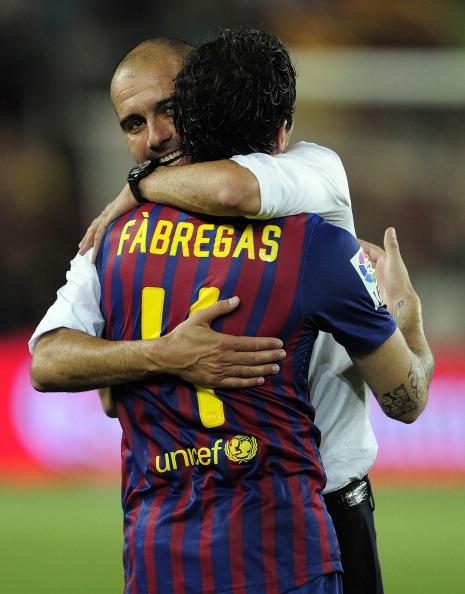 Barcelona's coach Josep Guardiola (L) ce : News Photo