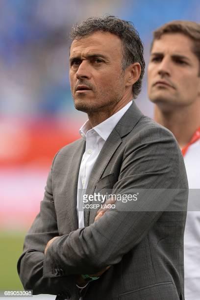 Barcelona's coach Luis Enrique looks on before the Spanish Copa del Rey final football match FC Barcelona vs Deportivo Alaves at the Vicente Calderon...