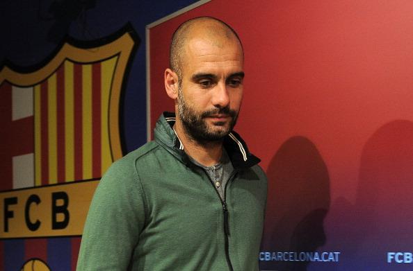FC Barcelona's coach Pep Guardiola gives : News Photo