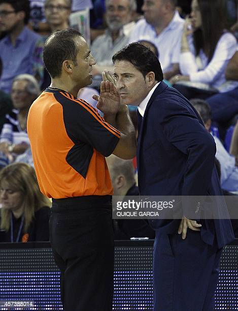 Barcelona's coach Xavier Pascual talks with the referee during the Euroleague group D basketball match Barcelona vs Bayern Munich at the Palau...