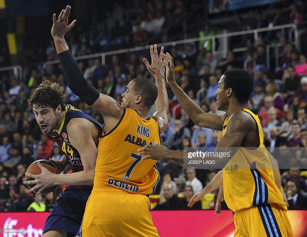 Barcelona's Croatian centre Ante Tomic (L) vies with Alba Berlin's forward <a gi-track='captionPersonalityLinkClicked' href=/galleries/search?phrase=Alex+King+-+Basketball+Player&family=editorial&specificpeople=15221455 ng-click='$event.stopPropagation()'>Alex King</a> (C) and Alba Berlin's US guard Alex Renfroe during the Euroleague basketball match FC Barcelona vs Crvena Zvezda Telekom Belgrade at the Palau Blaugrana sportshall in Barcelona on February 27, 2015.