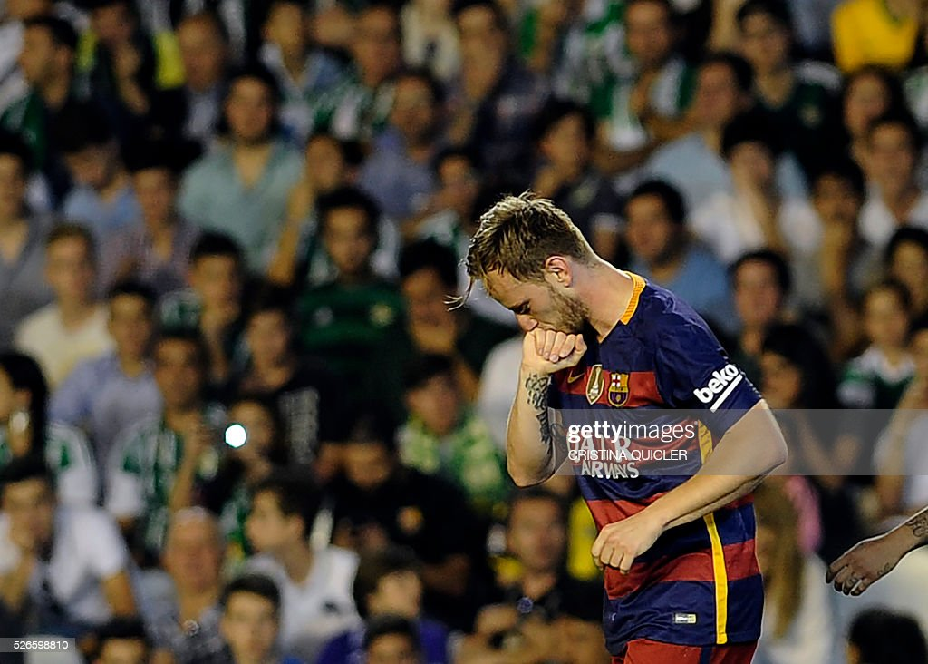 Barcelona's Croatian midfielder Ivan Rakitic celebrates a goal during the Spanish league football match Real Betis Balompie vs FC Barcelona at the Benito Villamarin stadium in Sevilla on April 30, 2016. / AFP / CRISTINA