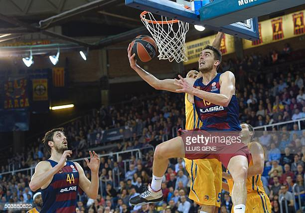 Barcelona's Czech guard Tomas Satoransky and Barcelona's Croatian center Ante Tomic vies with Khimki Moscow's US forward James Augustine and Khimki...