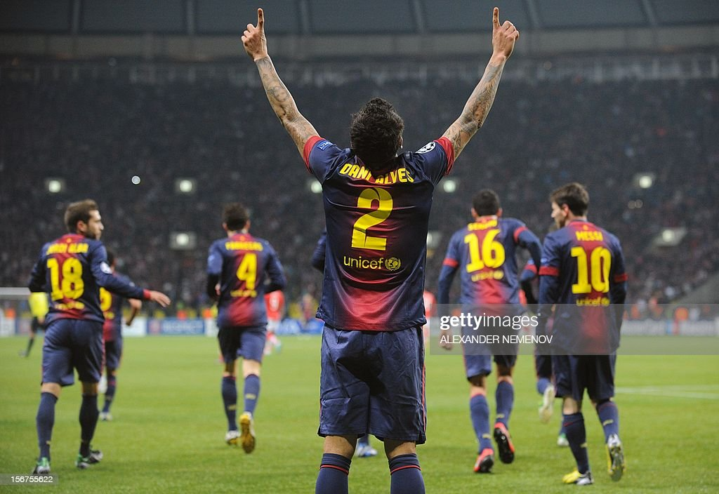 Barcelona's defender Daniel Alves (C) celebrates scoring against Spartak Moscow in Moscow on November 20, 2012, during their UEFA Champions League group G game. AFP PHOTO / ALEXANDER NEMENOV