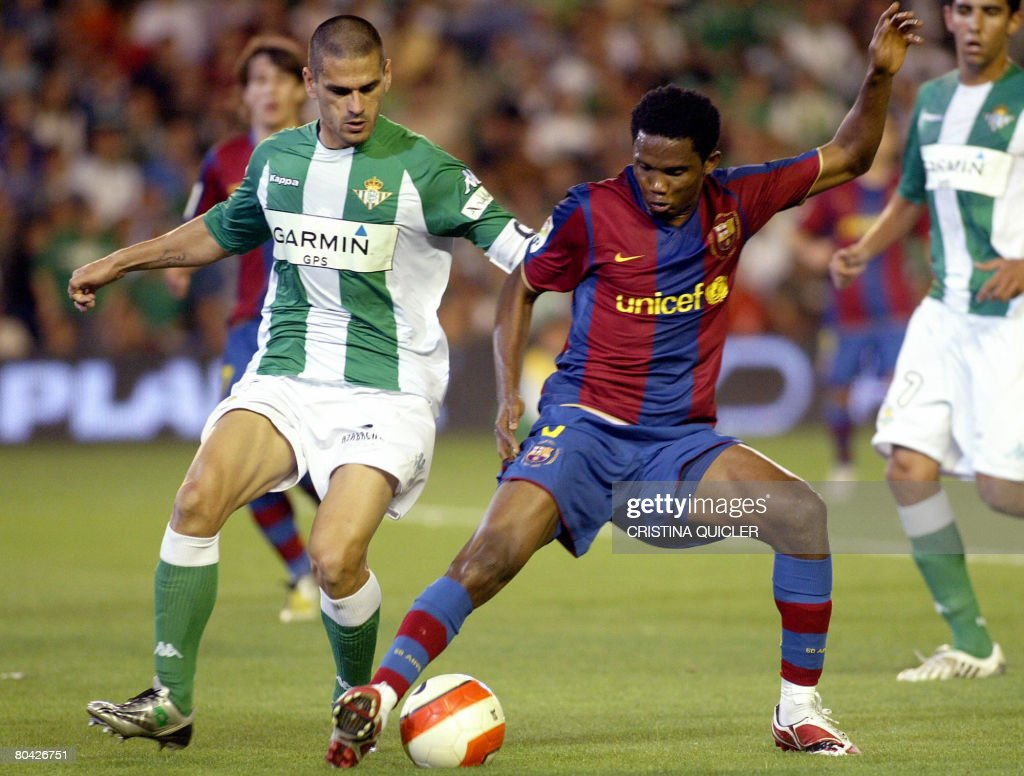 FC Barcelona's Eto'o vies with Betis's Juanito during a Spanish league football match at the Ruiz de Lopera stadium in Seville on March 29 2008 AFP...