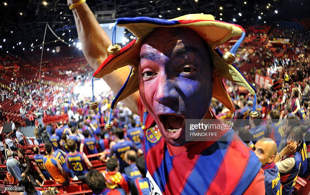 Barcelona's fans cheers before their semi-final Euroleague basketball match between Regal FC Barcelona and CSKA Moscow on May 07, 2010 at the Palais Omnisport of Paris Bercy in Paris.
