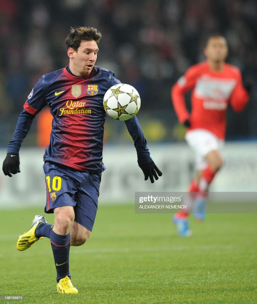 Barcelona's forward Lionel Messi controls the ball while playing against Spartak in Moscow on November 20, 2012, during their UEFA Champions League group G football match.