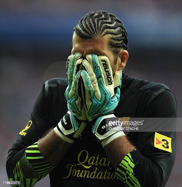 Barcelona's goalkeeper Jose Manuel Pinto wipes his face during their Audi Cup football match FC Barcelona vs SC International de Porto Alegre in...