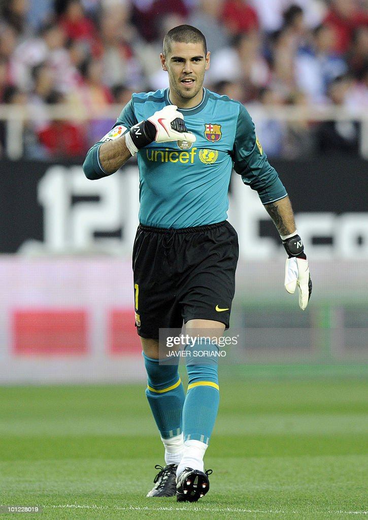 Barcelona's goalkeeper Victor Valdes celebrates after Barcelona's Argentinian forward Lionel Messi scored during their Spanish league football match beetwen Sevilla and Barcelona at Sanchez Pizjuan stadium in Sevilla on May 8, 2010. Barcelona won 3-2.