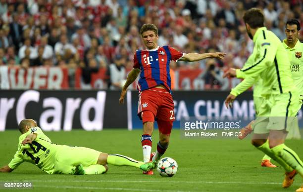 Barcelona's Javier Mascherano and Bayern Munich's Thomas Muller battle for the ball