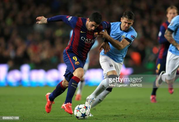 Barcelona's Luis Suarez and Manchester City's Martin Demichelis battle for the ball