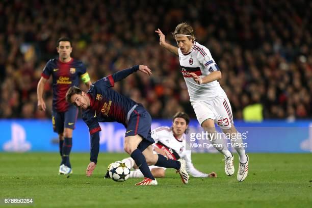 Barcelona's Messi Lionel Messi takes on AC MIlan's Philippe Mexes and Riccardo Montolivo