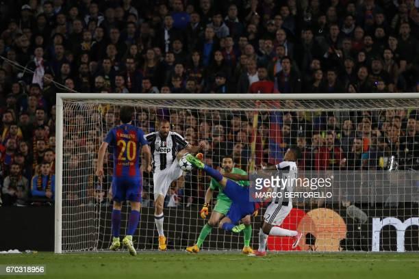 Barcelona's midfielder Sergi Roberto Juventus' defender Giorgio Chiellini Barcelona's Uruguayan forward Luis Suarez Juventus' Brazilian defender Alex...