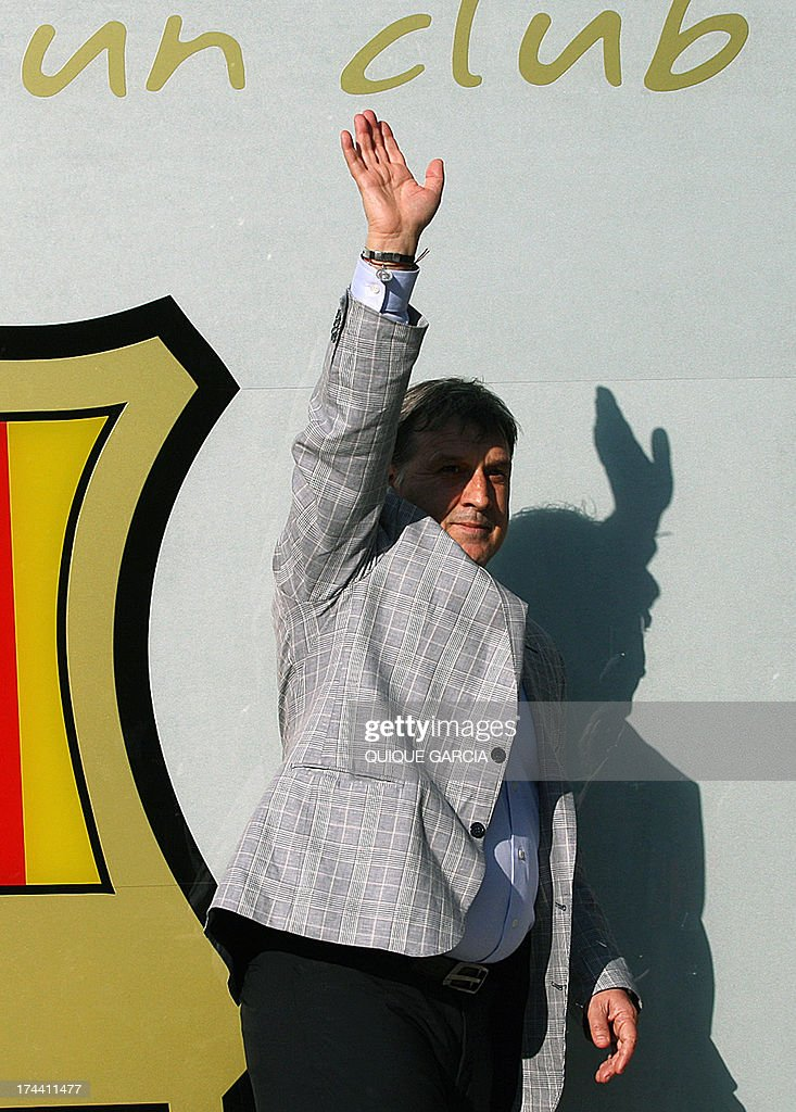 Barcelona's new Argentinian coach Gerardo 'Tata' Martino waves to the crowd during his official presentation at the Camp Nou stadium in Barcelona on July 25, 2013. AFP PHOTO / QUIQUE GARCIA
