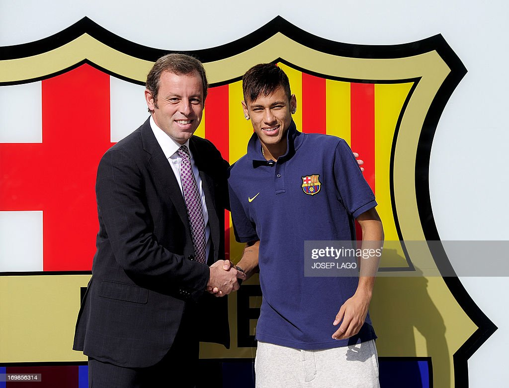 FC Barcelona's new player Brazilian Neymar da Silva Santos Junior (R) poses with Barcelona's President Sandro Rosell at Camp Nou stadium in Barcelona, on June 3, 2013. Santos and Brazil star Neymar signed a five-year contract with Spanish giants Barcelona.