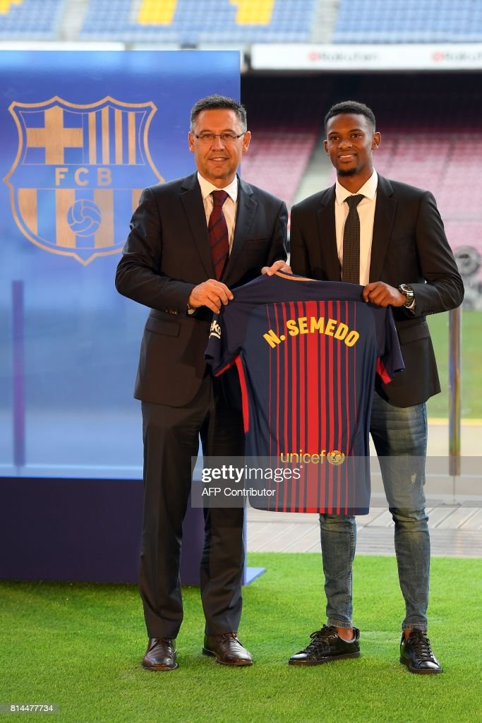 ¿Cuánto mide Nelson Semedo? - Real height Barcelonas-new-portuguese-player-nelson-semedo-poses-with-his-new-picture-id814477734