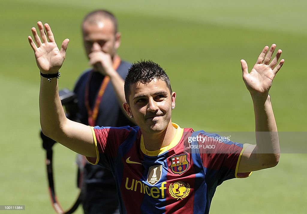 Barcelona's new signing David Villa waves to fans as he is presented at the Catalan giants in Barcelona on May 21, 2010. Barcelona have reached a deal to sign Spanish international striker David Villa for four years from cash-strapped Valencia for 40 million euros (49.4 million dollars) it was announced on May 19.