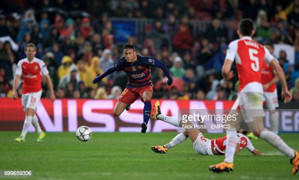 Barcelona's Neymar and Arsenal's Mathieu Flamini battle for the ball